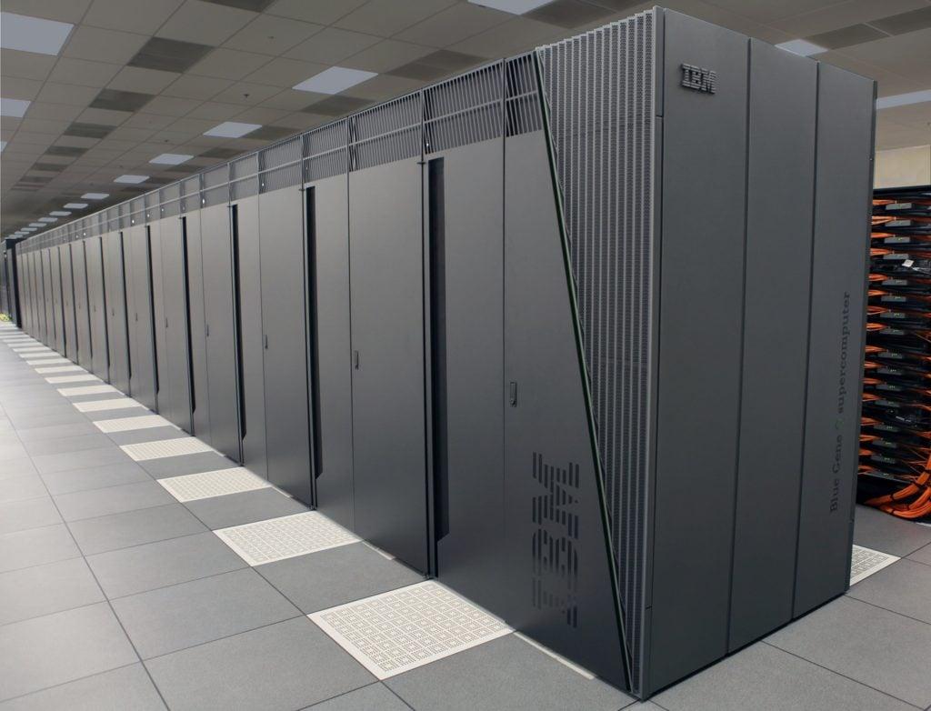 Serverių patalpos, kurios apsaugotos nuo gaisro ir pašalinių asmenų,